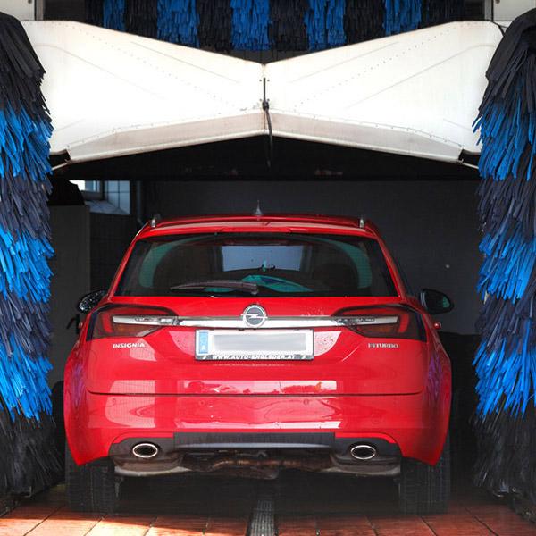 Auto waschen bei Engleder im Bezirk Rohrbach